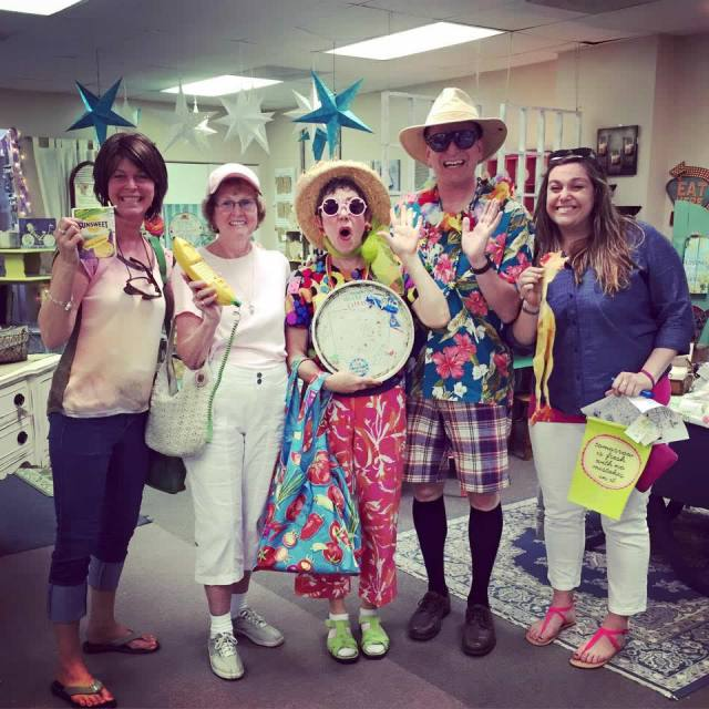 Bob & Marj 'Professional Tourists' have fun with tour participants at 2015 Tour.