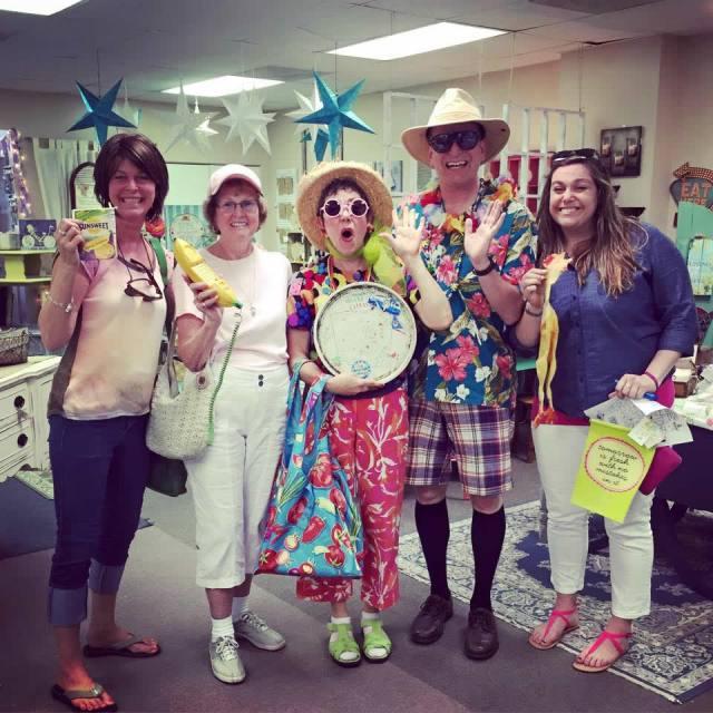 Bob & Marj 'Professional Tourists' have fun with tour participants at 2015 Tour.